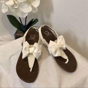 New In Box White Bow Top Flats Sandals Shoes  SZ 7